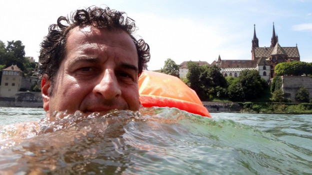 Grossaufnahme eines Rheinschwimmers