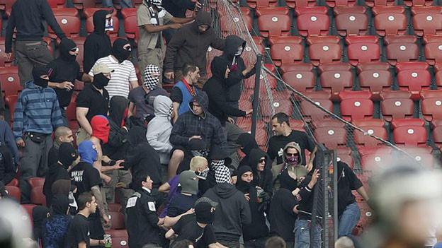 Wie mit Fussball-Hooligans umgehen?