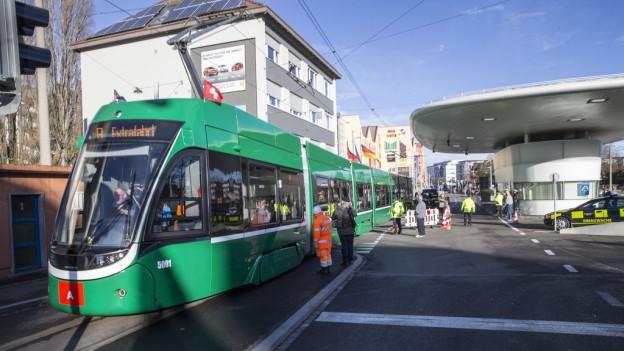 Basler 8er-Tram wird von Flüchtlingen rege benutzt.