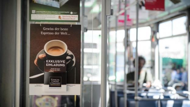 Werbung im Tram gibts schon lange - nun ist auch Polit-Werbung erlaubt.