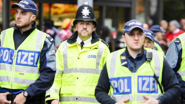 Uniformierte Polizisten im Einsatz