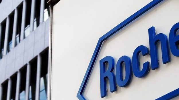 Roche Logo vor Firmengebäude