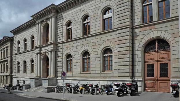 Blick auf die Fassade des Basler Zivilgerichts
