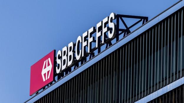 Gebäude mit SBB Logo auf dem Dach