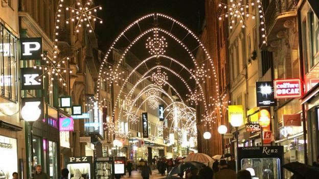 Weihnachtsbeleuchtung in der Basler Freien Strasse