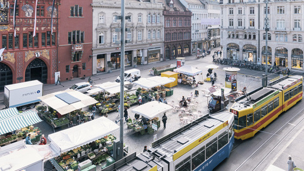 Keine Chance: ein Hundespielplatz auf dem Basler Marktplatz