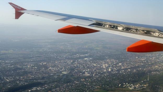 Die Flugzeuge sollen in Basel während der Nacht zwei Stunden länger am Boden bleiben.