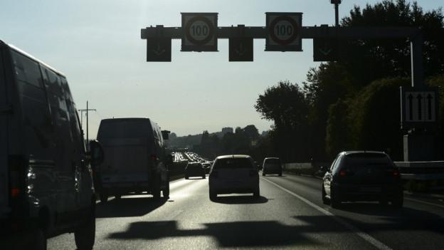 Pannenstreifen als Fahrspur: In der Westschweiz schon eingeführt.