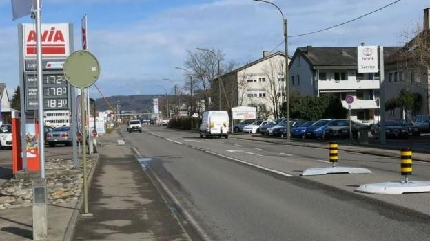Rheinstrasse mit wenig Autos