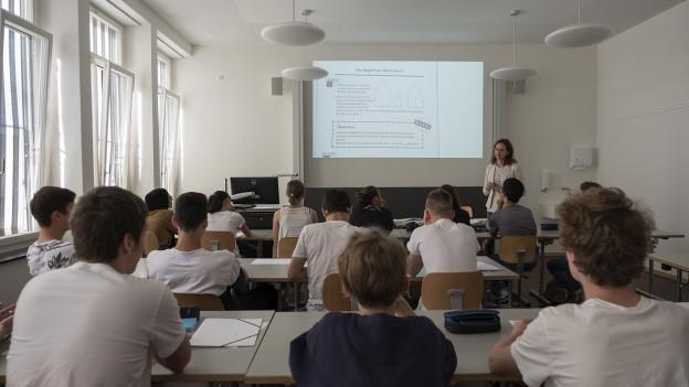 Erster Schultag im renovierten Kirschgartengymnasium. Bald braucht Basel aber noch mehr neuen Schulraum.