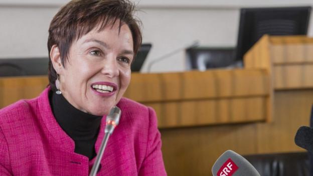 Monica Gschwind möchte Handschlag per Gesetz regeln