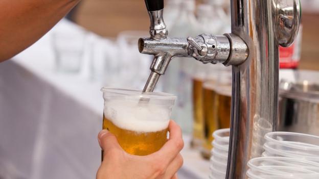 Bier trinken mit Bändeli
