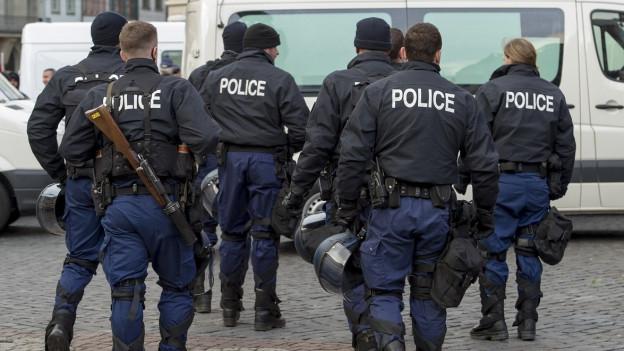 Die Basler Regierung will Unterwanderung von Rechtsradiaklen bei der Polizei verhindern.