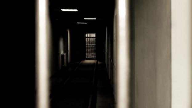 Blick in einen Gefängnistrakt