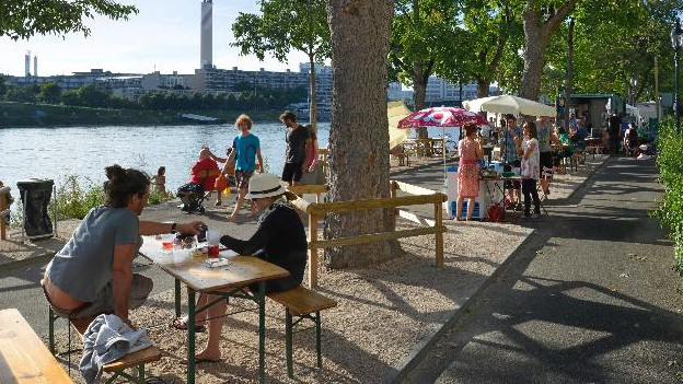 Boulevard-Situation am Rhein