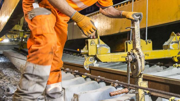 Gleisarbeiten in Tecknau müssen pünktlich fertig sein