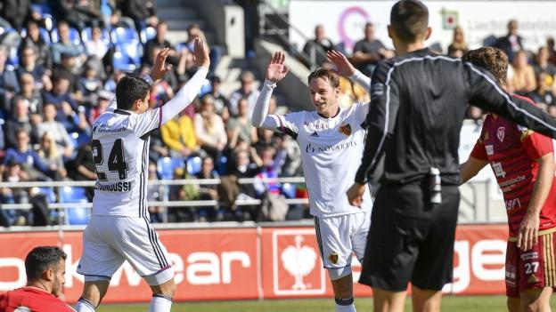 FCB Spieler bejubeln die Führung