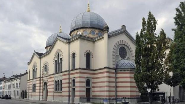 Die Basler Regierung will die Synagoge besser schützen.