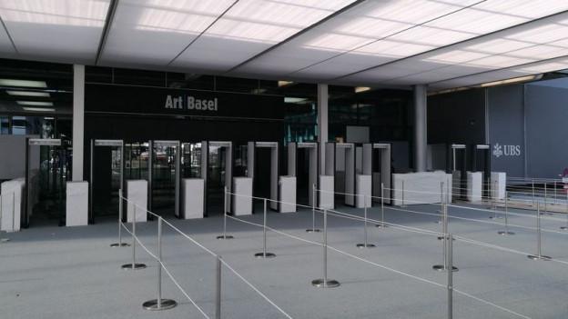 Diese Körperscanner müssen die Besucherinnen und Besucher der Art Basel passieren.