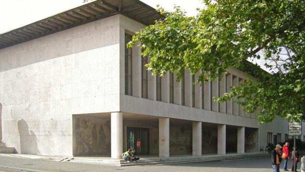 Die Universität muss sparen, so will es die neue Vereinbarung zwischen der Uni und den beiden Basel.