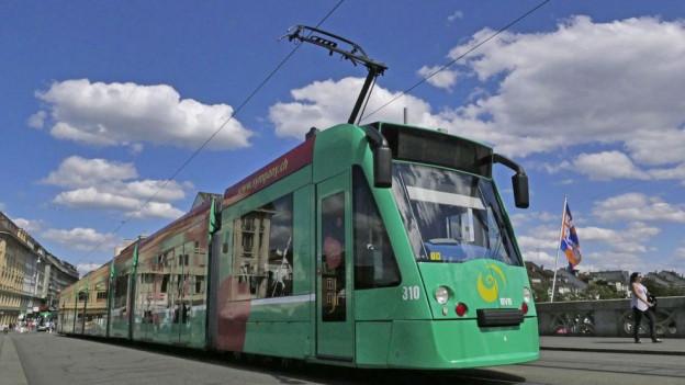 BVB Tram auf der Mittleren Brücke