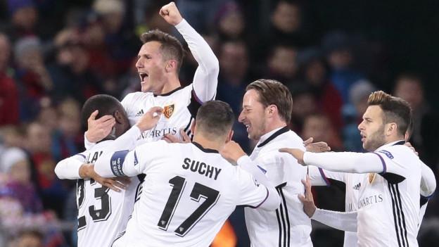 FCB Spieler jubeln nach dem ersten Tor.