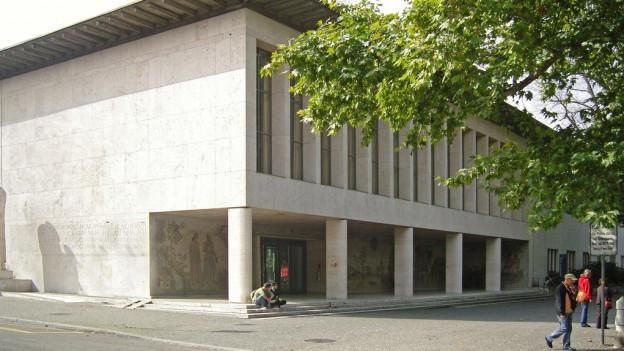 Ein Professor der Universität Basel soll seine Macht missbraucht haben.