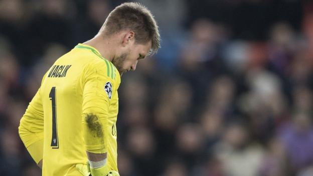 Goalie Tomas Vaclik ist enttäuscht nach der 1:2 Niederlage