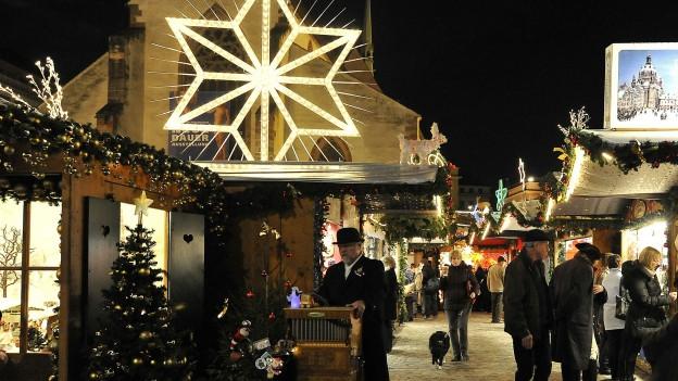Kein Gedränge am Basler Weihnachtsmarkt.
