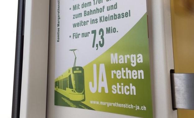 Rund 250 Plakate hängen in Trams und Bussen der BLT