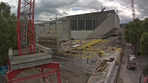 Halbzeit auf der Baustelle St. Jakobshalle