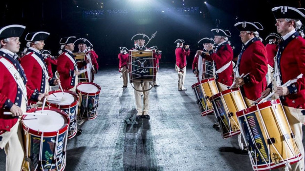 Das «The United States Army Old Guard Fife and Drum Corps» am Basel Tattoo.