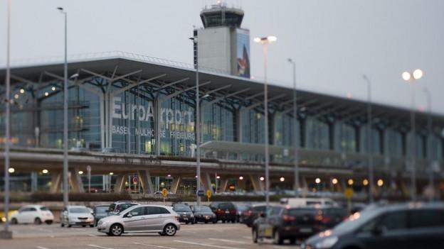 Am Flughafen Basel bleibt das Schwizer Handynetz ausgeschaltet