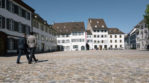 Auch der Basler Münsterplatz gehört zu den 20 Plätzen, die auf der App vorgestellt werden.