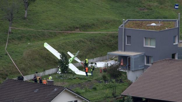Bei dem Unfall im August 2015 kam der Pilot eines Flugzeugs ums Leben. Die Dorfbewohner hatten Glück im Unglück