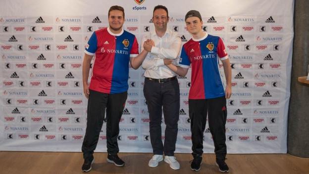 Florian Müller und Tim Katnawatos spielen neu für den FC Basel im e-Sports-Team.