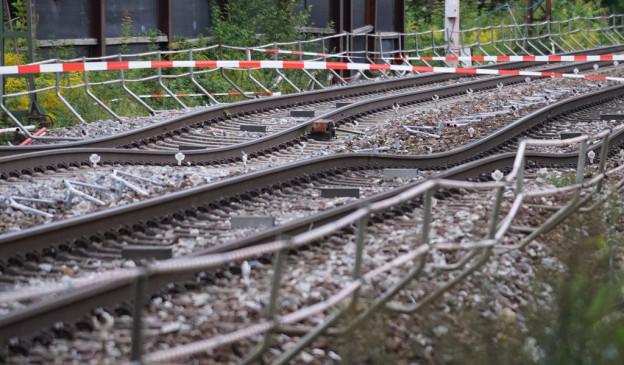 Grund für die Sperrung ist eine Gleisabsenkung