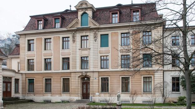 Das Hauptgebäude der Musik-Akademie steht seit über 100 Jahren am Leonhardsgraben.
