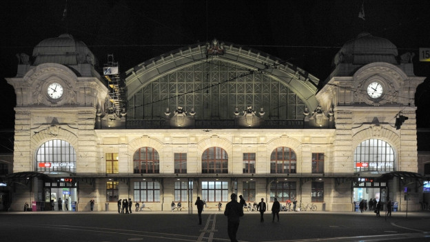 Fassade des Bahnhofs