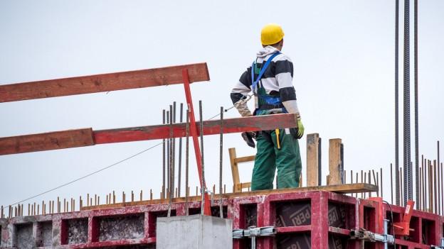 Bauarbeiter auf Rohbau