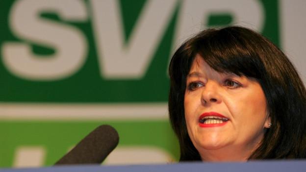 """Streit in der SVP ist nichts neues. Angelika Zanolari bezeichnete einen Parteikollegen vor Jahren als """"Weichspüler""""."""