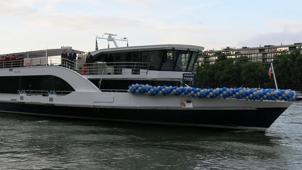 Neues Schiff auf dem Rhein