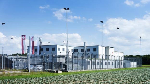 Das Ausschaffungsgefängnis Bässlergut an der Grenze zu Deutschland.