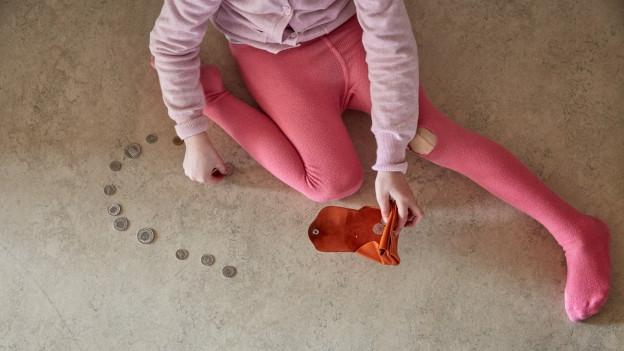 Kind mit Loch im Strumpf