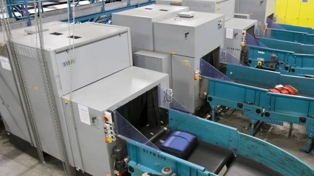 Röntgengeräte bei der Gepäckkontrolle