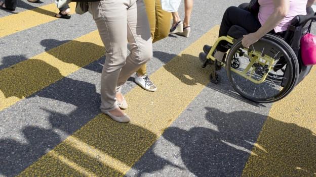 Rollstuhlfahrer sollen barrierefrei durch die Stadt kommen.