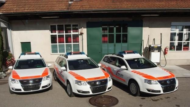 abgestellte Polizeiautos BL