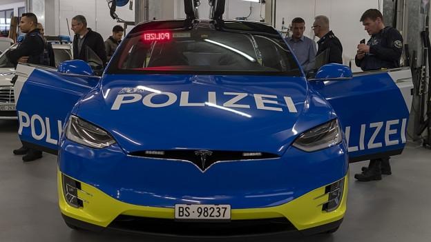 Die Teslas der Basler Polizei stehen immer wieder in der Kritik.