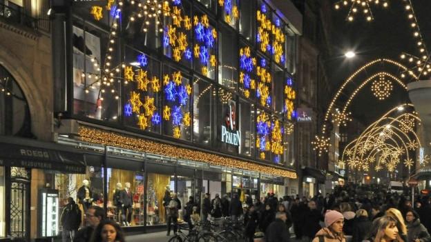 Weihnachtsbeleuchtung in der Freien Strasse.