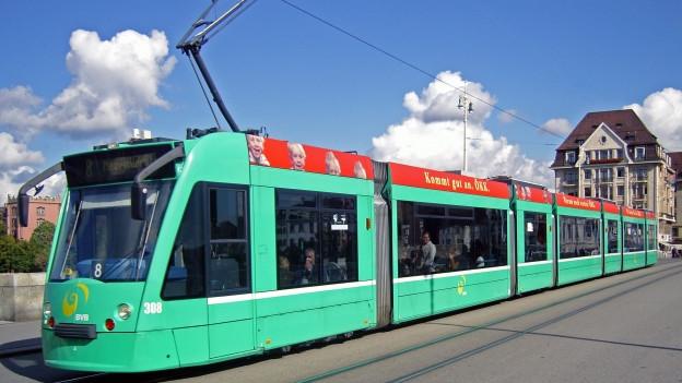 Die Tramlinie 8 soll künftig nicht mehr über die Mittlere Brücke fahren.